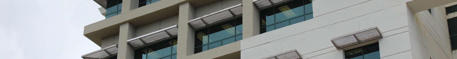 Plaza Universitaria desaloja a estudiantes sin aviso previo