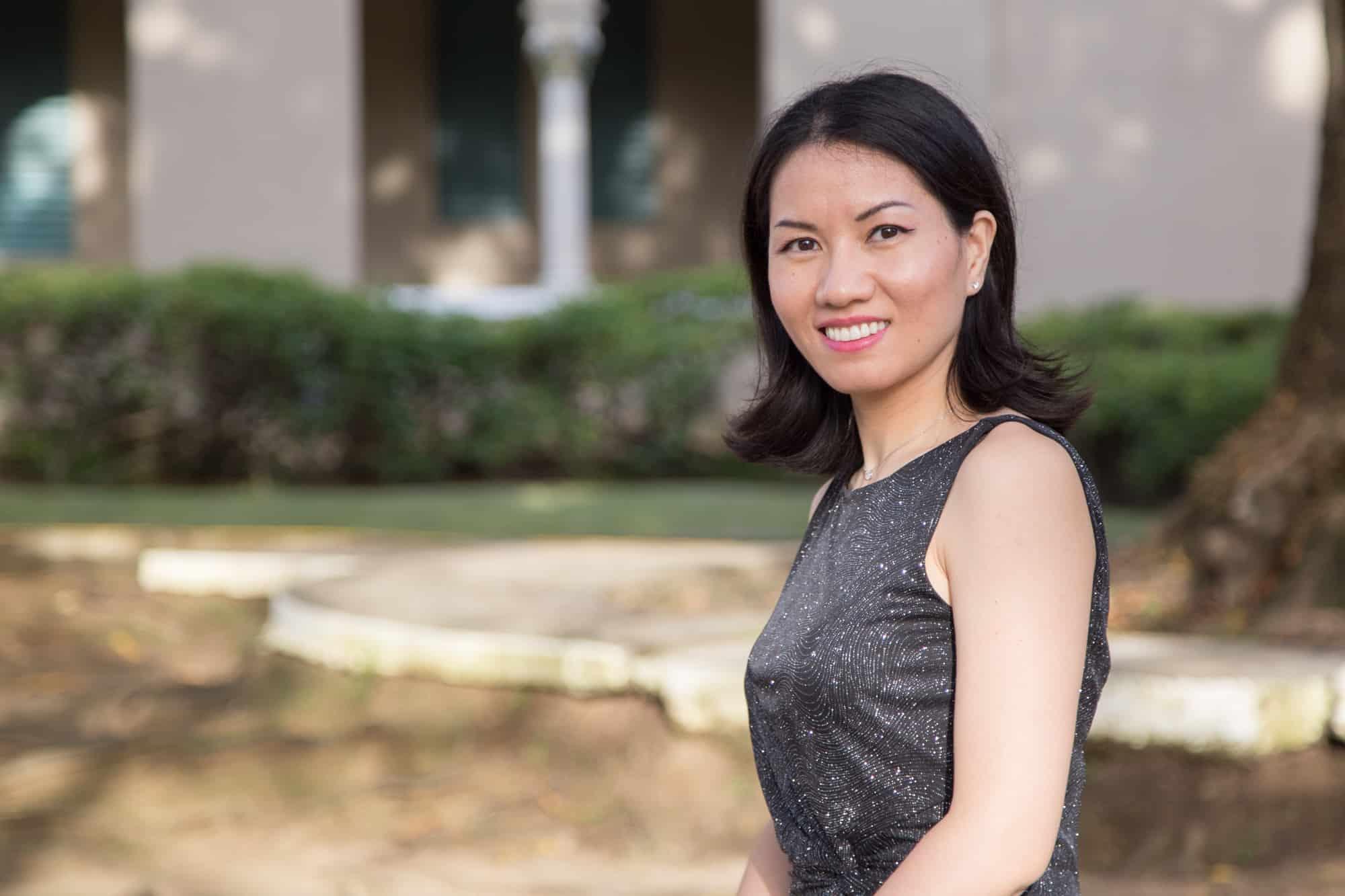 Estudiante extranjera desafía barrera del idioma para obtener su doctorado