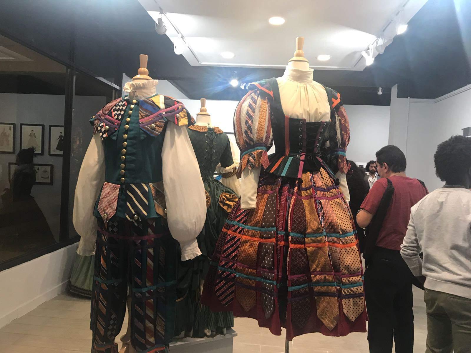 Apertura de la exhibición sobre la historia del Teatro Rodante Universitario