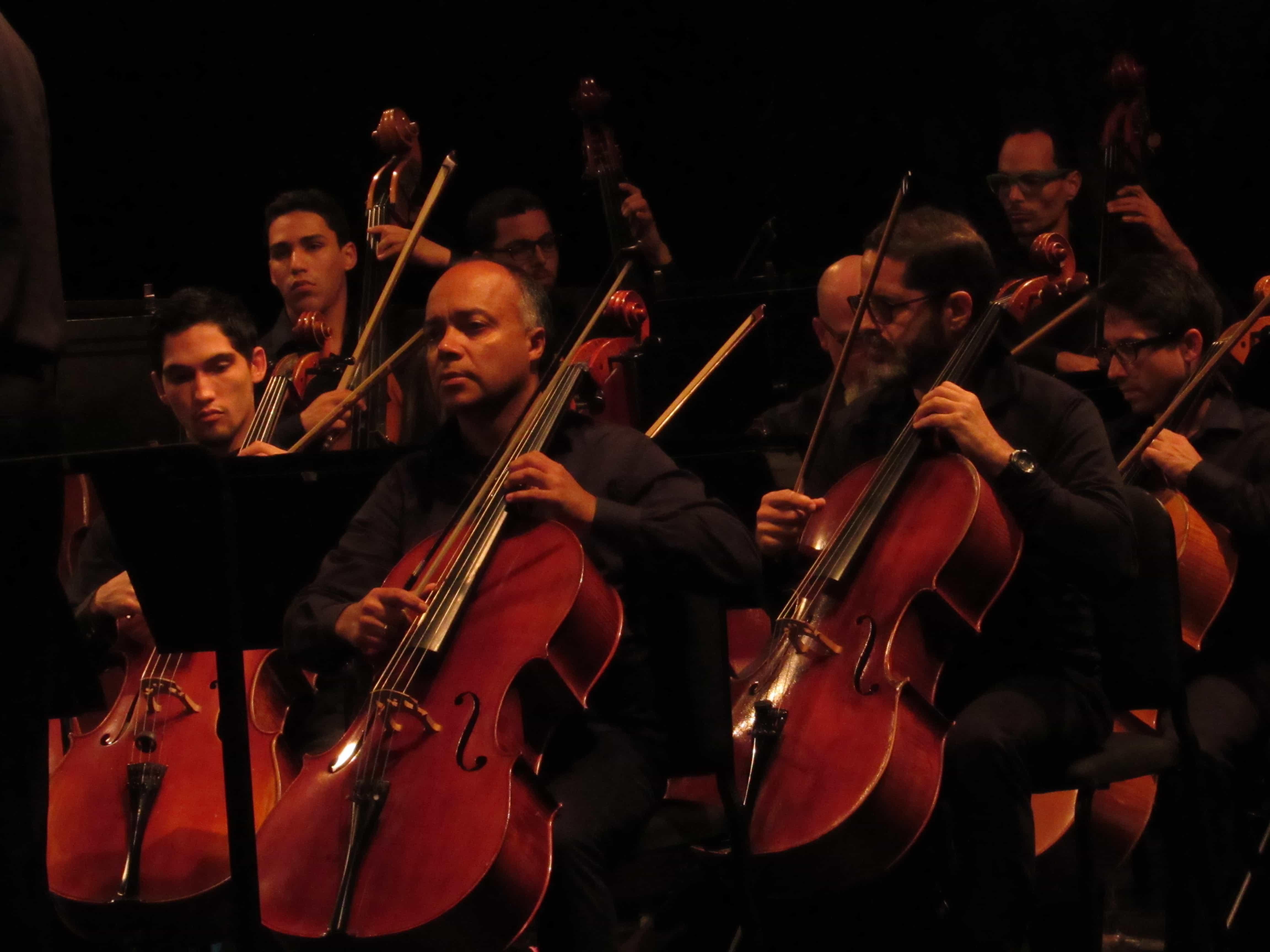 Orquesta Sinfónica de P.R. se presenta frente a La Torre de la UPRRP