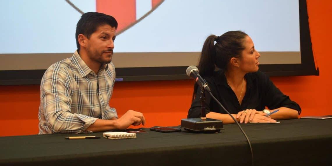 Lúgaro y Natal discuten ideas sobre descolonización durante foro en la Iupi