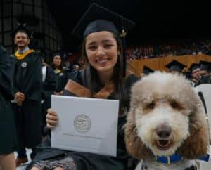 UPR en Bayamón gradúa a 501 estudiantes